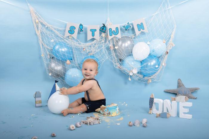 portfolio cakesmash jongetje strand taart en ballonnen
