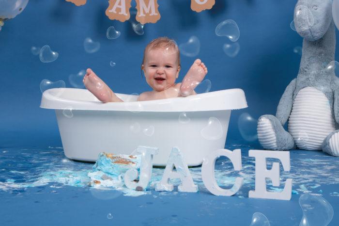 portfolio cakesmash jongetje veel plezier voeten op rand van bad