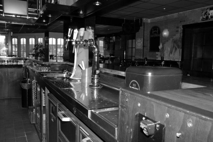 portfolio covid19 cafe la plaza achter lege bar
