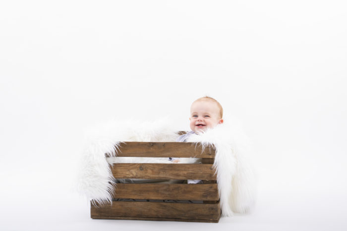 portfolio kinderen jongetje in houten krat